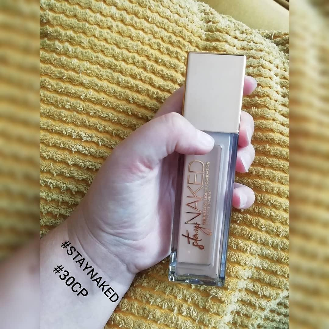 Stay Naked Foundation onder 50 kleuren par Mandy