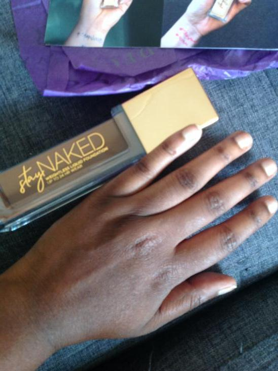 Stay Naked Foundation onder 50 kleuren par Melba