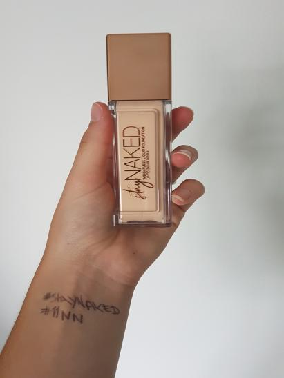 Stay Naked Foundation onder 50 kleuren par Sasha