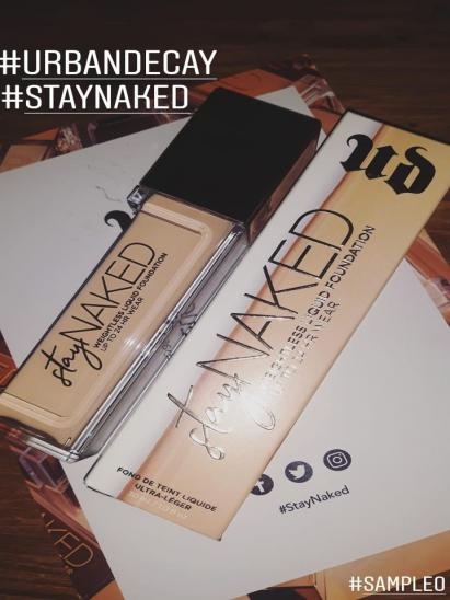 Stay Naked Foundation onder 50 kleuren par Naomy
