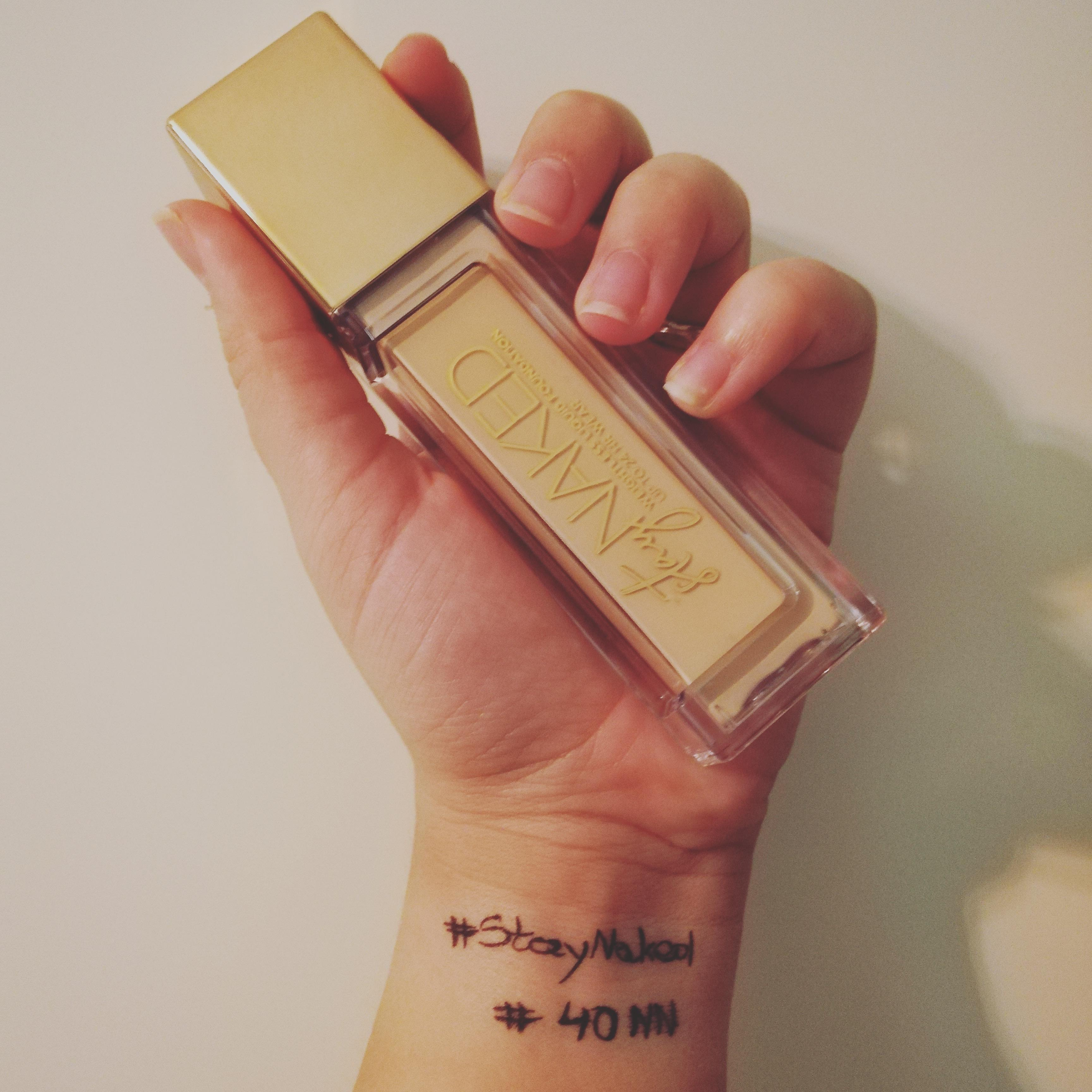 Stay Naked Foundation onder 50 kleuren par Melania