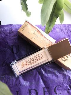 Stay Naked Foundation onder 50 kleuren par Elise